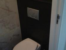 belgisch hardsteen donker gezoet wc achterwand